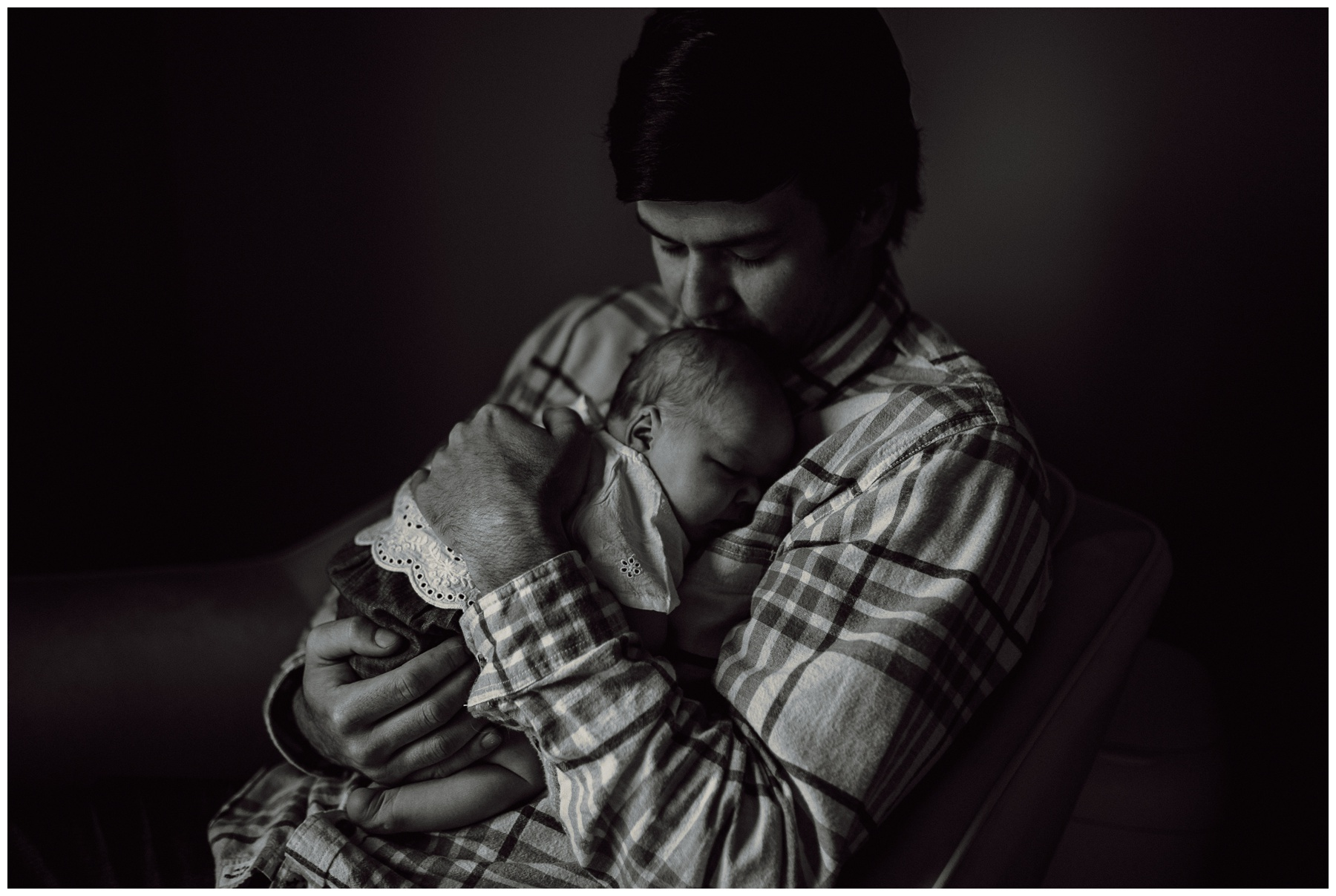 Newborn Lifestyle Session - Kerry Ford Photography - Perth Ontario011.jpg
